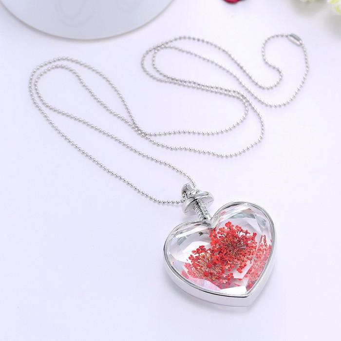 9b2bc5206 Skleněné srdce s červeným kvítkem | Trendy nákup